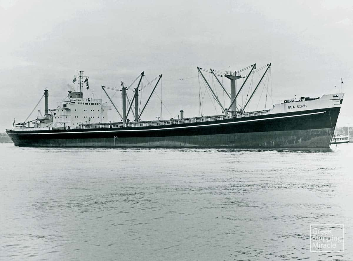 352_SEA_MOON_1970_young_sawyer
