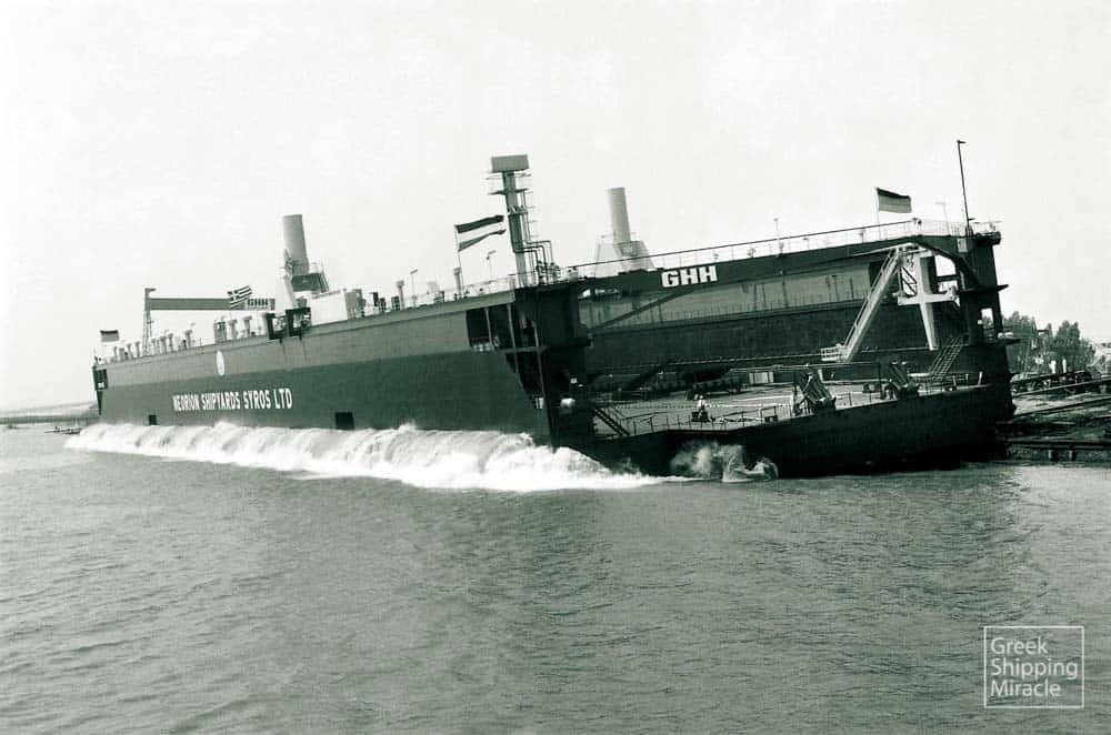 40_floating_dock_launching